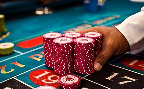 Play slot machines at casinos
