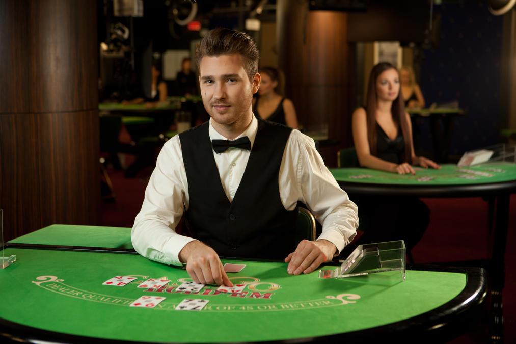 physical casinos work